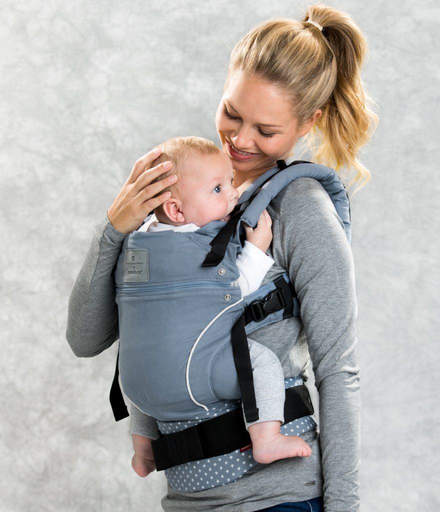 2a6507a4d6dc Vérifiez le poids et l âge de votre poupon avant de l installer dans votre  porte-bébé Manduca